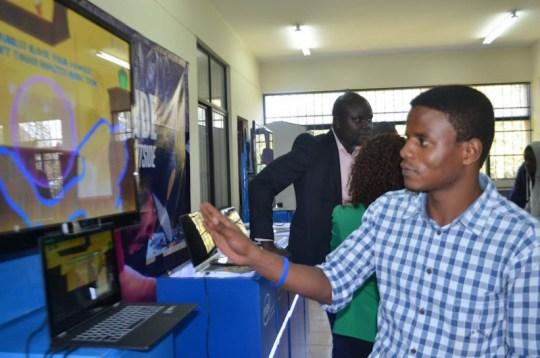 Ce Kenyan de 25 ans a inventé des gants qui convertissent la ...