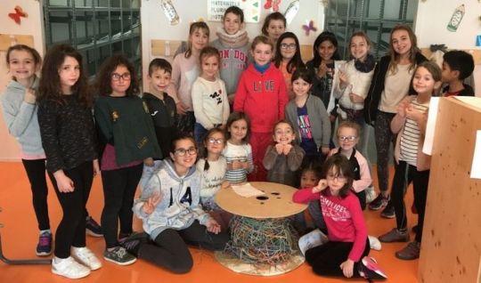 Scoubidoo géant écoliers de Castelnau-d'Estrétefonds