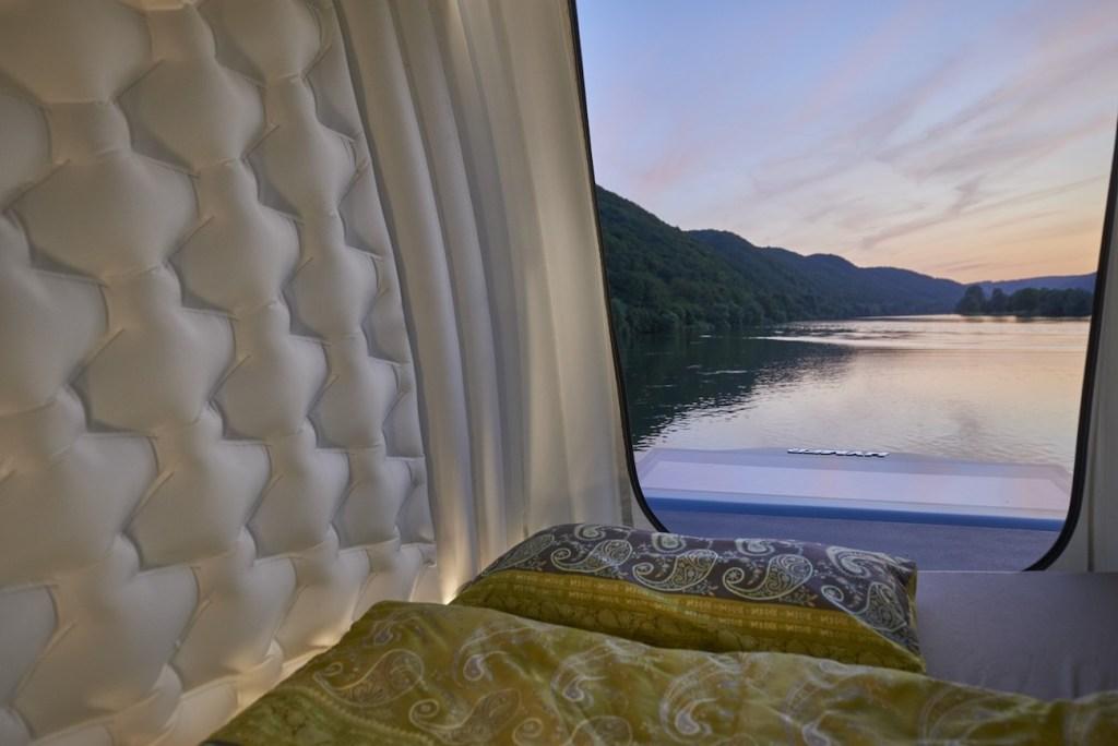 Ce camping-car futuriste intègre le confort d'un appartement pour révolutionner le camping ! By Mélanie D. Hymer-camping-car-van-luxe-11