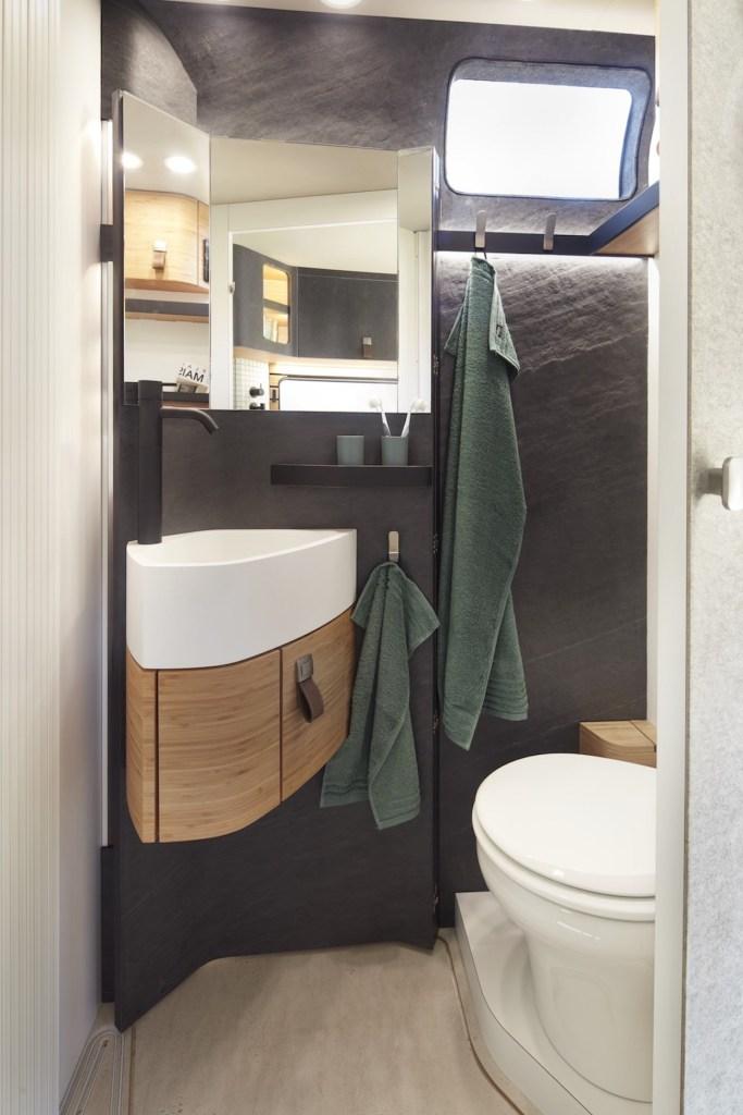 Ce camping-car futuriste intègre le confort d'un appartement pour révolutionner le camping ! By Mélanie D. Hymer-camping-car-van-luxe-5