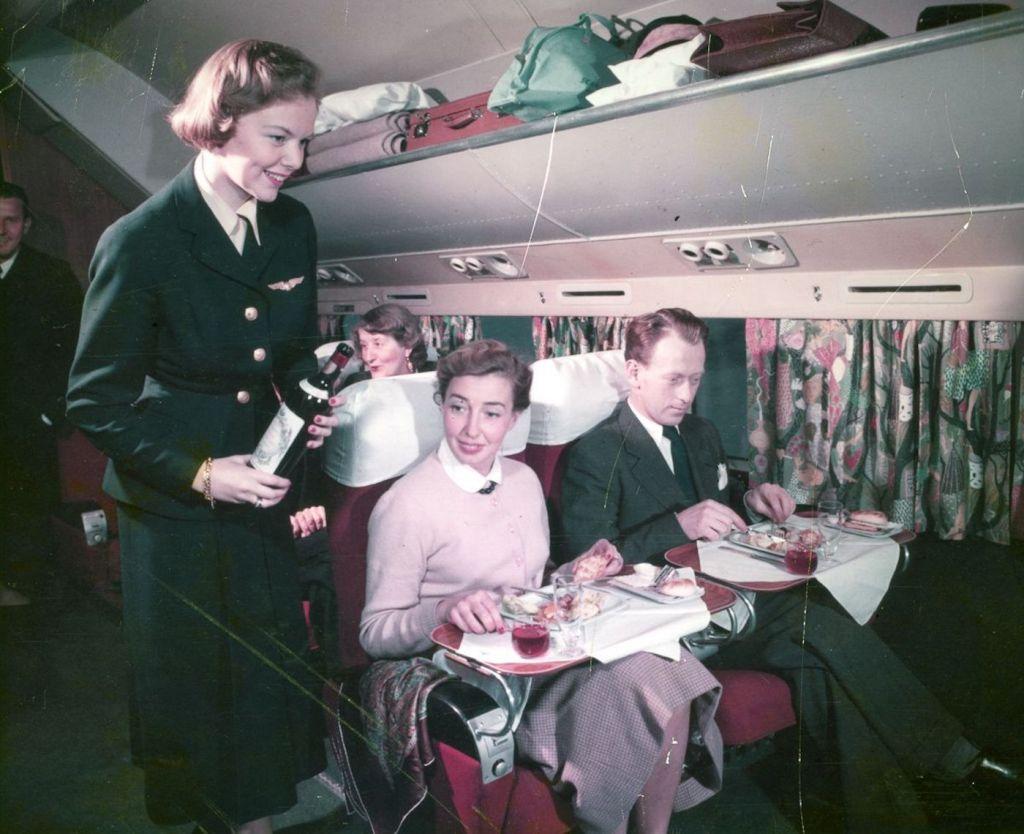 Cette compagnie aérienne scandinave montre à quoi ressemblaient les repas dans les années 1950 ! By Mélanie D. Sas-compagnie-aerienne-repas-9