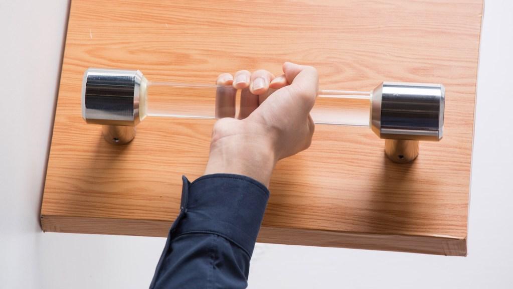 Deux étudiants inventent une poignée de porte qui s'auto-nettoie après chaque usage