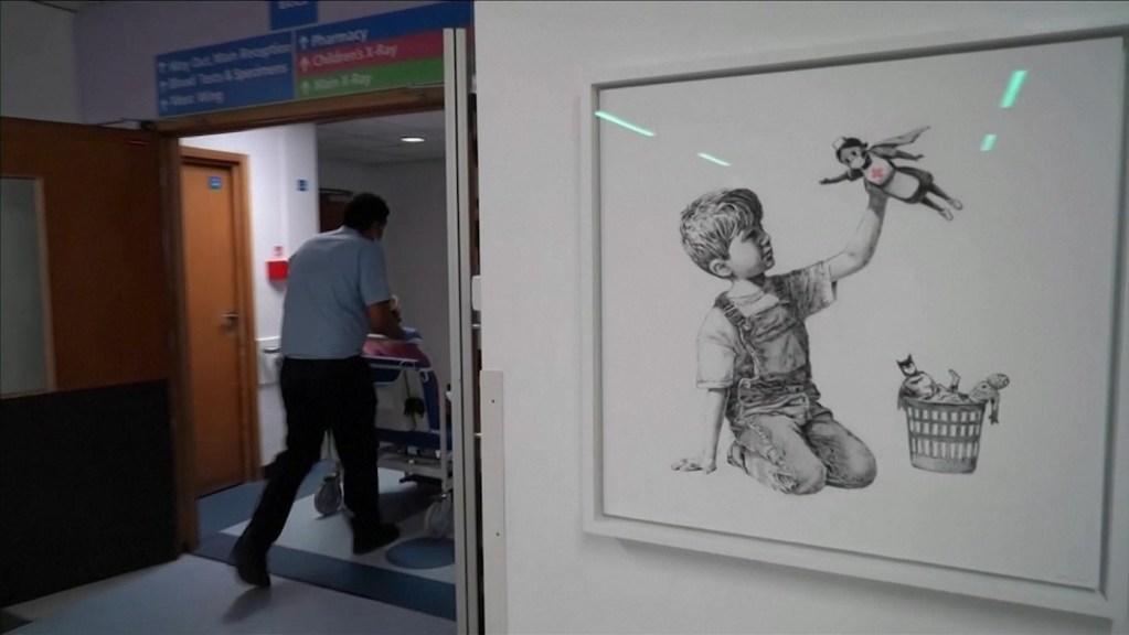 Banksy dévoile une nouvelle œuvre dans un hôpital anglais en hommage aux soignants