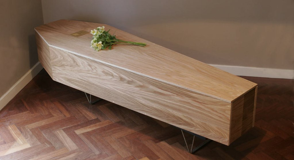 Cette bibliothèque éco-responsable se transforme en cercueil