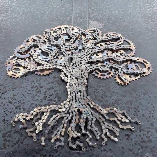 L'artiste Drew Evans recycle les chaînes de vélos en sculptures étonnantes