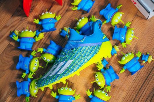 Pixar lance une ligne de chaussures qui s'inspire de 6 personnages de Toy Story