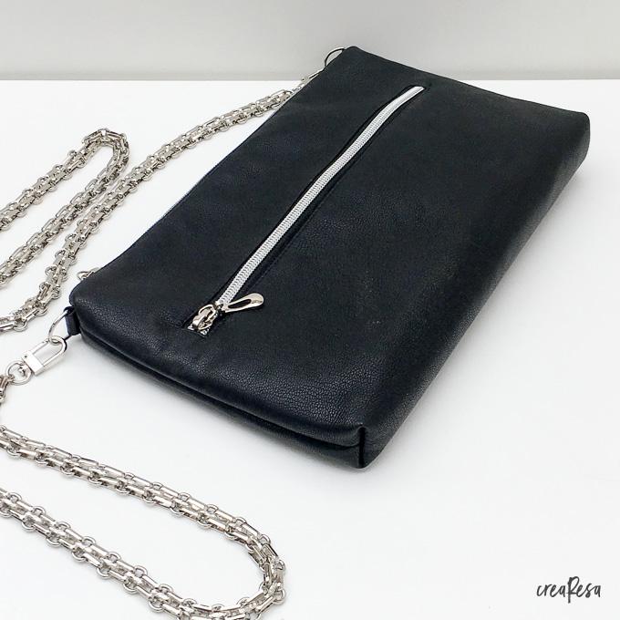 Clutch aus schwarzem Leder