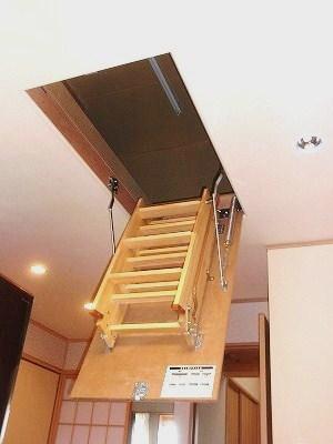 天井裏に登る事が出来て、収納スペースを増やす工夫