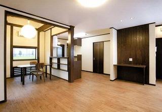 広々としたホールです。自然素材が、優しく心地よい空間を演出。