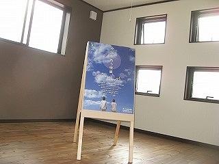 寝室は、落ち着いた色合いの壁(施主様ご希望)や、空気を洗う壁紙を使用しました。