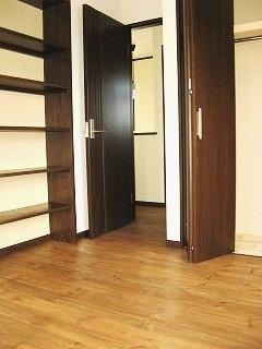 空間を有効利用し、部屋数も収納も多めに設計