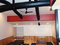 団体用客室の天井付近