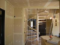 内装工事の状況 ポイントの廻り階段も設置