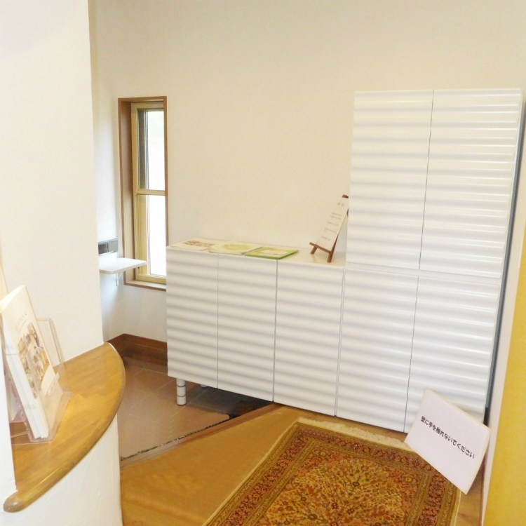 お洒落なシューズボックスが雰囲気を引立てる玄関
