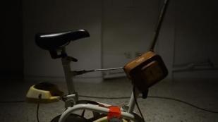 Paki Vlassopoulou | Chrysanthi Koumianaki | Kosmas Nikolaou @ wheel, schoolbag, skive | 3 137 | 12.2012 | photo: mariza nikolaou