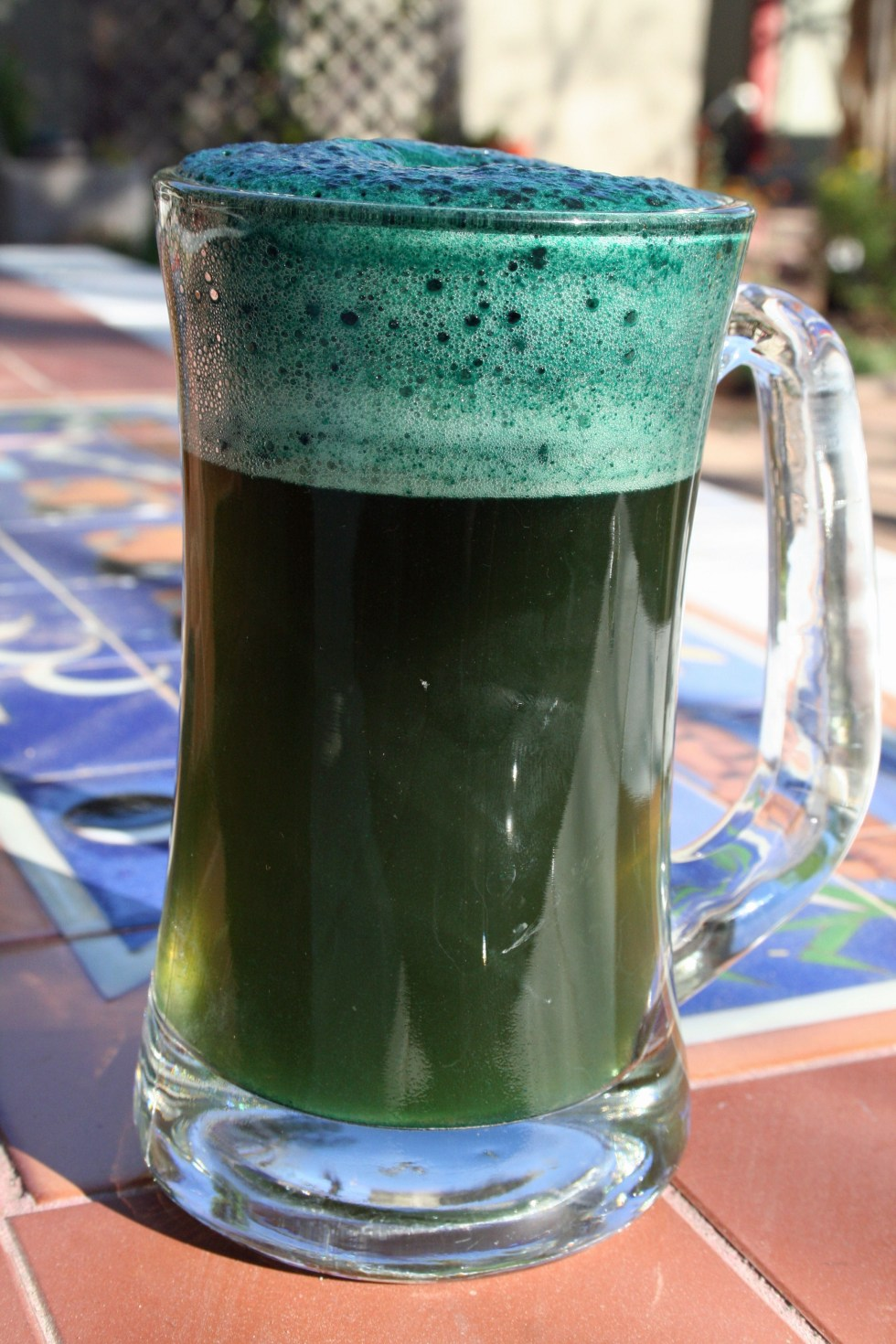 Natural Green Beer for St. Patrick's Day - Are you looking forward to drinking some green beer this St. Patrick's Day, but not all the synthetic, artificial food coloring that goes into it?