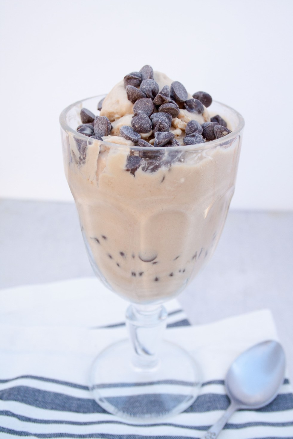Vegan White Russian Ice Cream (gluten free) - This creamy, rich vegan ice cream is perfect for Valentine's Day or date night.