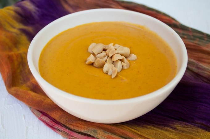 5-ingredient-curry-peanut-pumpkin-soup-close-up