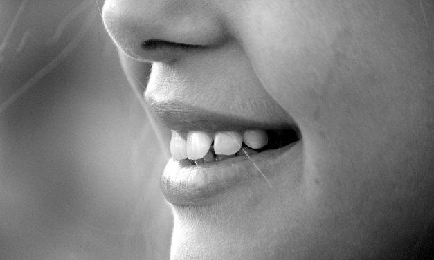 Alternativen zu Zahnpasta-Zahnputzpulver selbstgemacht