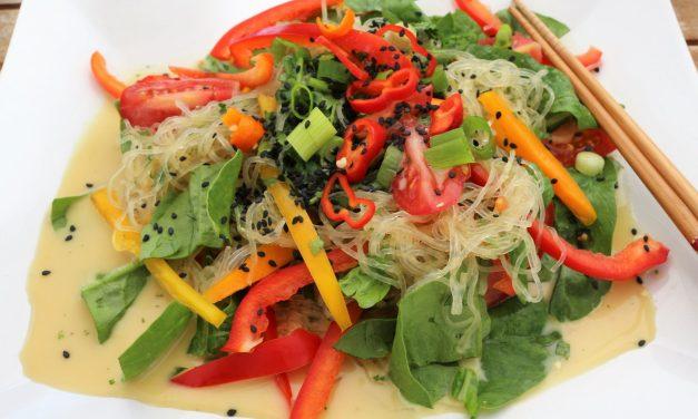 Kelpnudeln mit Gemüse in Kokos-Teryakisoße Roh & Vegan