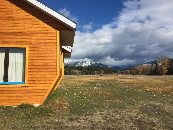 Vue sur la prairie sacrée et les montagnes à Idéal Society