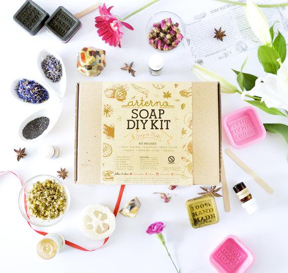 13 Modern DIYs to Try: DIY Kit Organic Soap