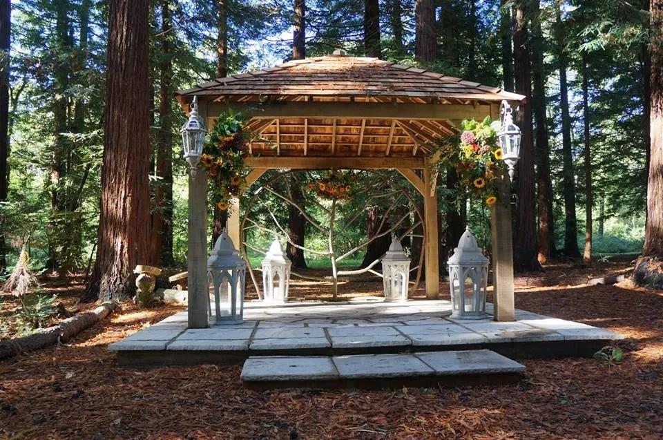 Two Woods outdoor wedding celebrant