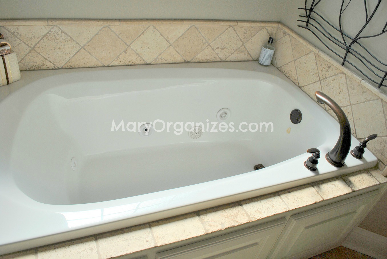 How To Clean Jacuzzi Tubs - creatingmaryshome.com