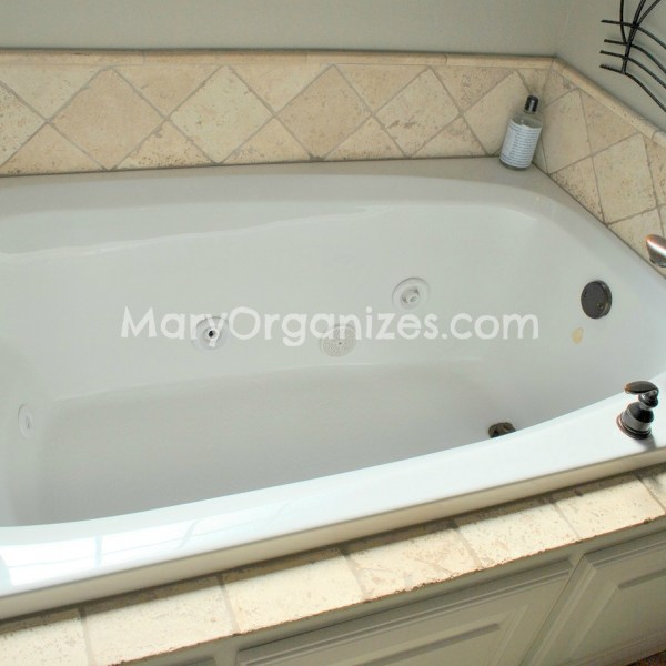 How To Clean Jacuzzi Tubs