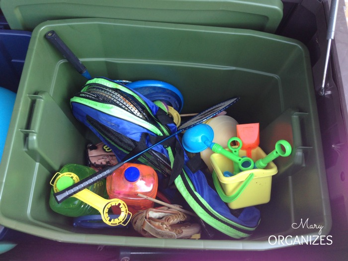 The outdoor toy bucket