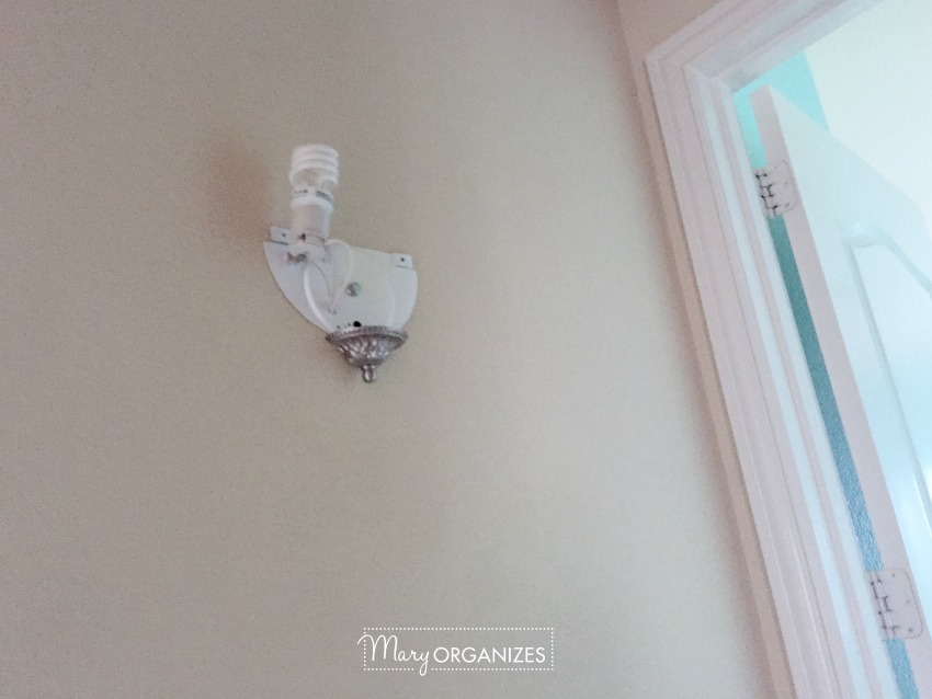 the-funny-things-i-found-in-my-new-home-broken-lighting