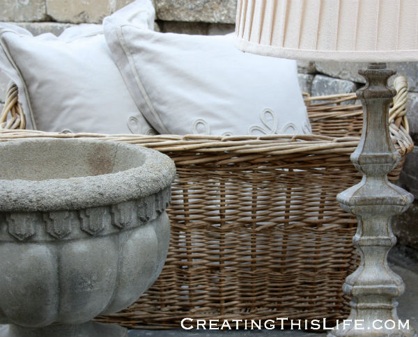 wicker-basket-with-pillows