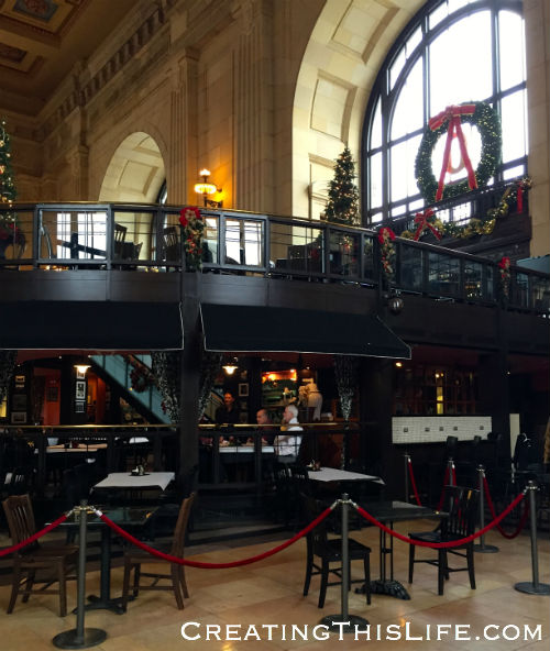 Harvey's in Kansas City Union Station at Christmastime
