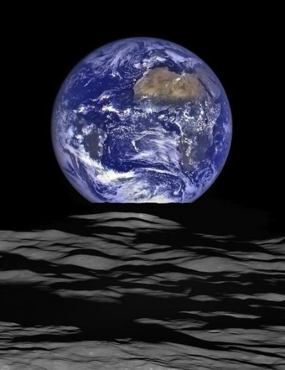 NASA Earth rise from moon orbit