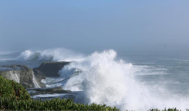 Storm Waves in Santa Cruz, photo credit: Christine Hegermiller for the USGS