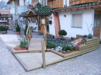 Realizziamo opere in legno di ogni tipo per armonizzare ogni elemento del giardino.