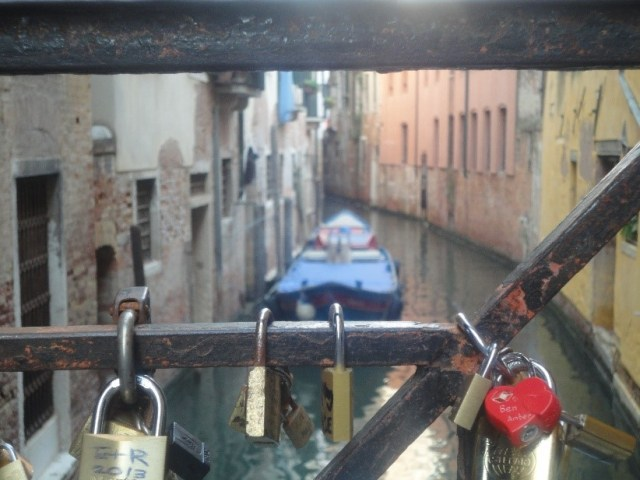 Lover's lock wedding ritual idea for marriage ceremony