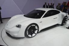 Porsche-Mission-E (9)