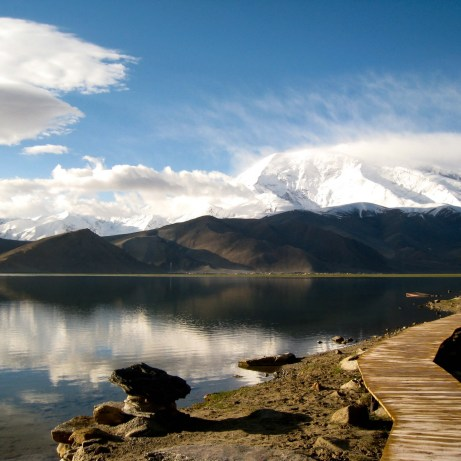 Gutman_Karakul_lake