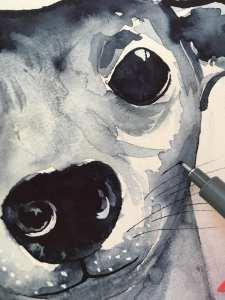 Du siehst wie Dodo die Schnurrbarthaare mit einem Tuschestift zeichnet