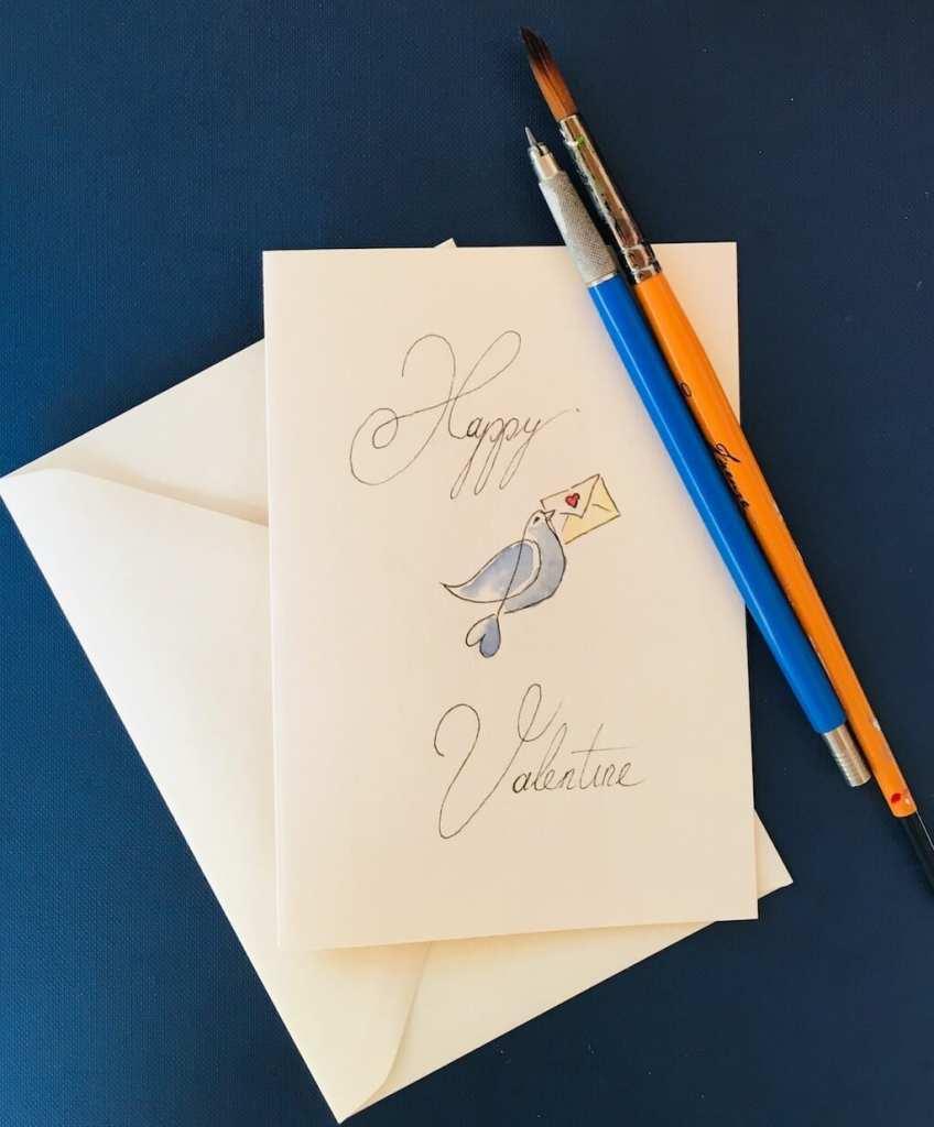 Man sieht die fertige Valentinskarte mit der Abbildung einer Taube in Aquarell von der Künstlerin Dodo Kresse