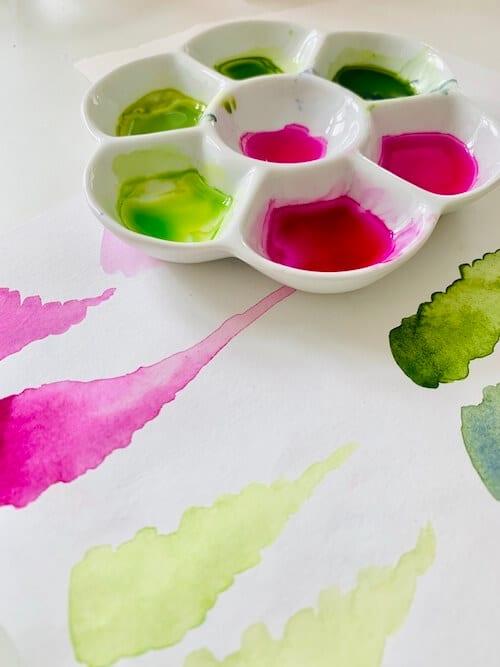 du siehst die wichtigsten farben für das aquarell in einer mischpalette
