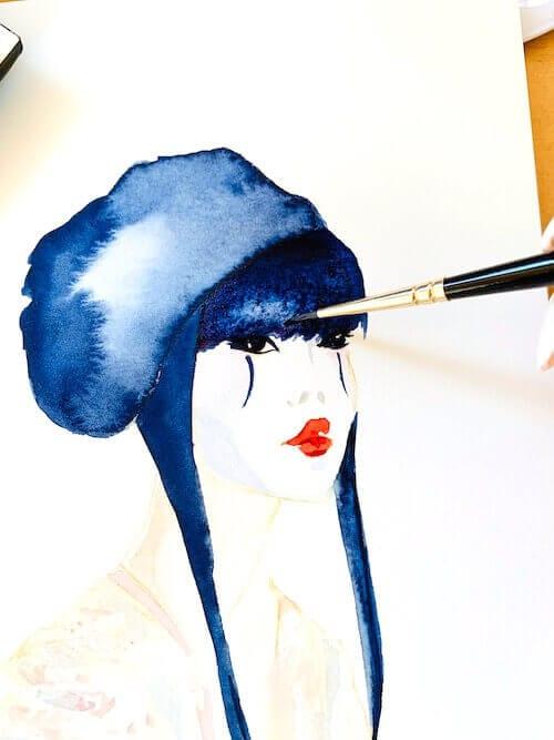 Du siehst wie ich den Pony der Geisha in indigoblauer Aquarellfarbe male