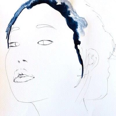 du siehst wie die Haare der geisha mit indigoblauer farbe gemalt werden