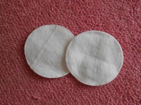 cotton pads/ nail polish remover pads