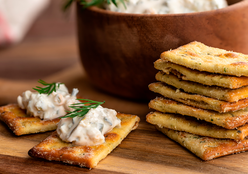 creamy crab dip with crackers