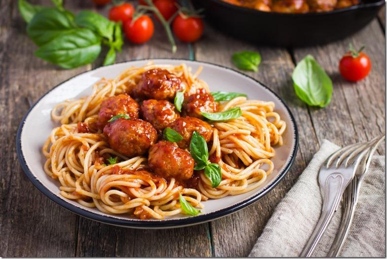spaghetti-with-chicken-parmesan-meatballs