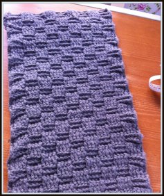 Another pillow in basket weave stitch. Side 1