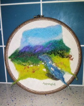 Country scene 'round' felt painting 15cm