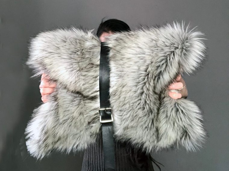 How to DIY this belted faux fur purse clutch laptop holder from scratch. See the full step by step tutorial